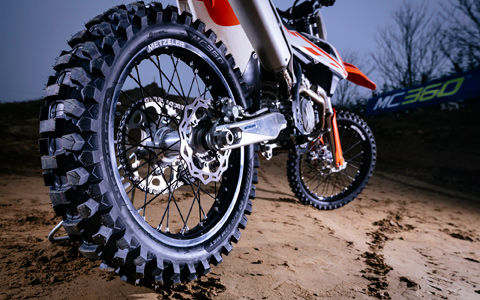 METZELER Testing New MC 360 Tires