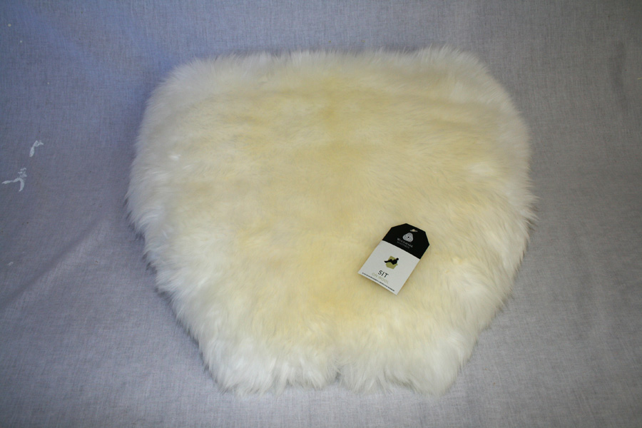 BIKE BICYCLE SADDLE SEAT NATURAL SHEEPSKIN COVER FUR BLACK AND WHITE ALL SIZES